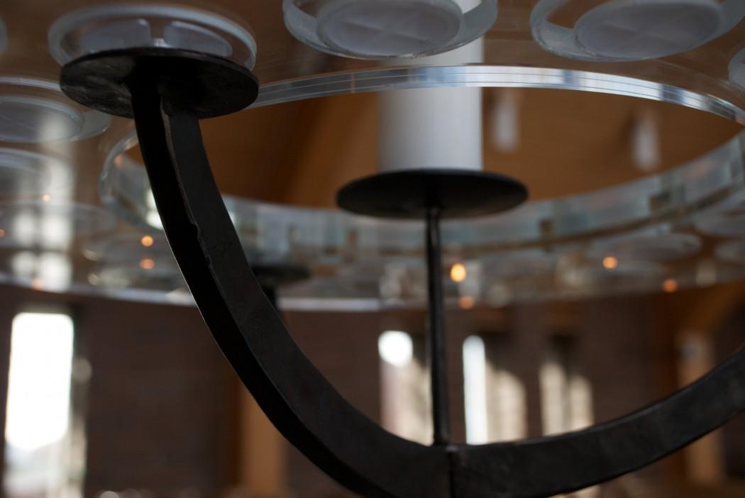 Ljusbärarstativ till Varbergs kyrka av Silas Metallkonst