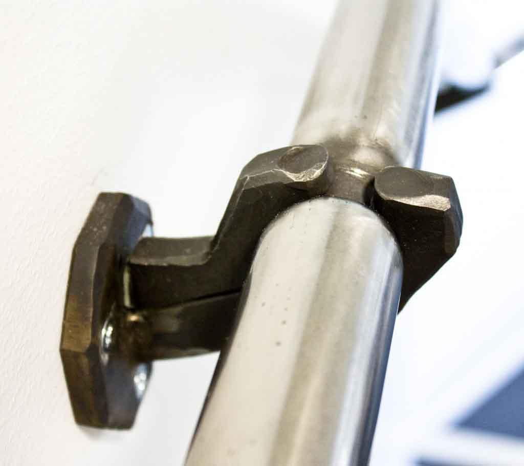 Trappräcke i rostfritt stål och smidda hållare från Silas Metallkonst