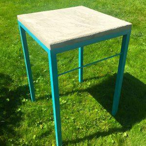 Bord i smide och betong till grillen eller trädgården